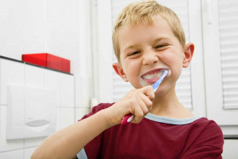 4 métodos de entretener a tu niño cepillándose los dientes