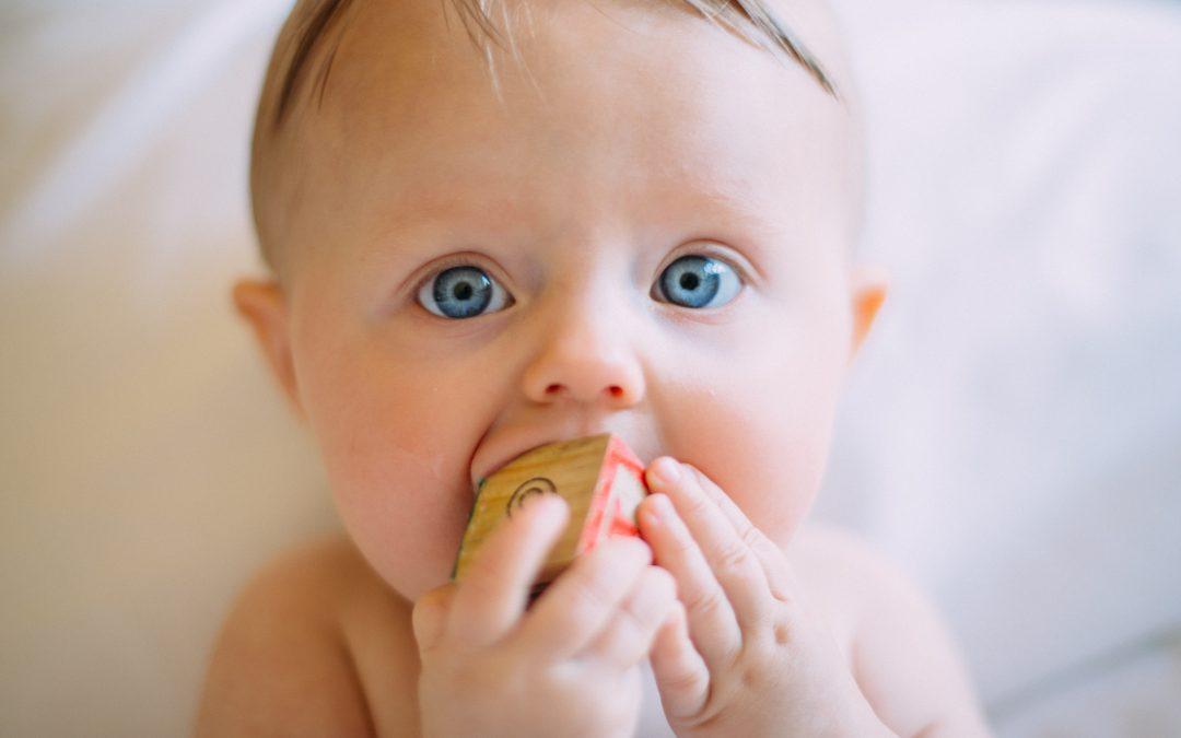 Cómo calmar el dolor de encías de tu bebé
