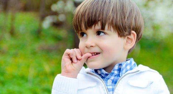 Consecuencias de morderse las uñas para la salud bucodental