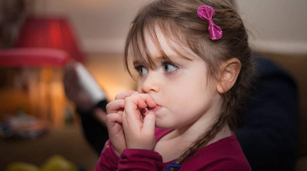 ¿Sabes lo que es la onicofagia infantil? Problemas y soluciones