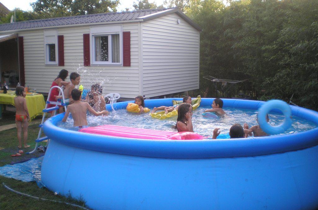 ¡Se acerca el verano! ¿Afecta el agua de las piscinas a los dientes de los niños?