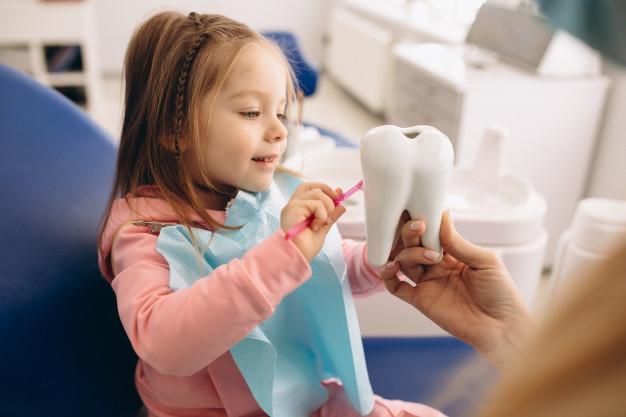 La importancia de la salud dental en niños, ponle fin a su miedo al dentista.