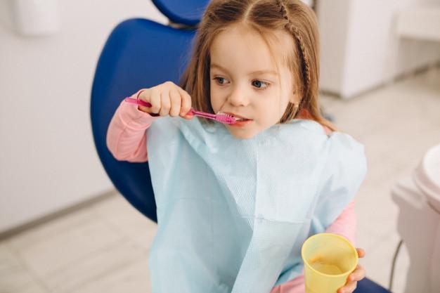 El cuidado de los dientes de los niños: cómo enseñárselo